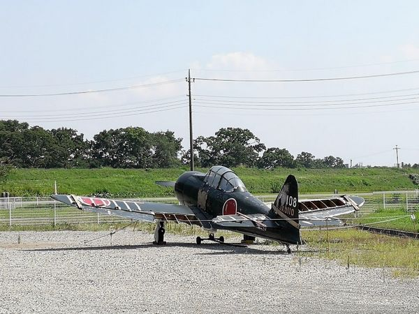 ホンダエアポートに放置されているゼロ戦らしき機体