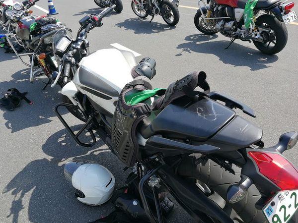 ホンダモーターサイクリストスクールのNC750、29号車、休憩中