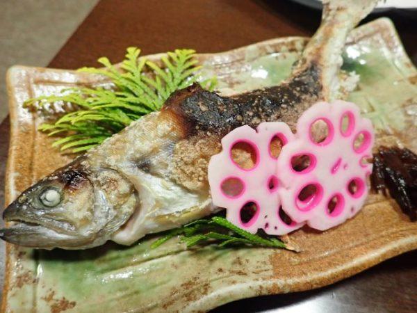 小菅の湯お食事処でヤマメの塩焼き