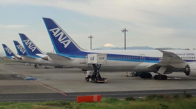 羽田空港、富士山とANAの飛行機