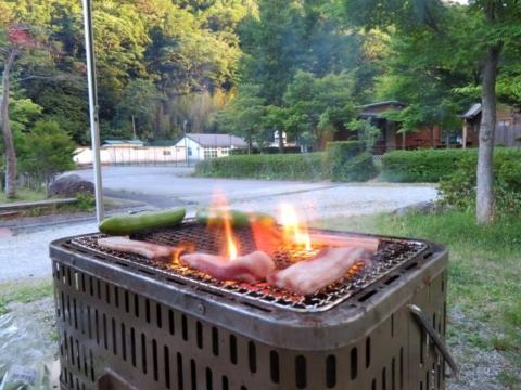 イベリコ豚を炭で焼いたら火を噴く