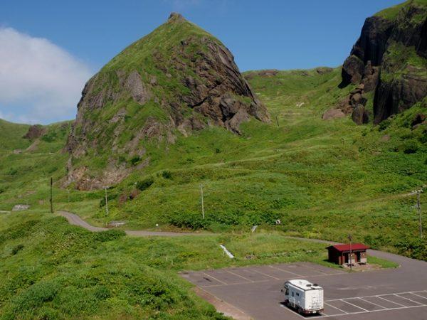 礼文島の桃岩とキャンピングカー、デイブレイク号