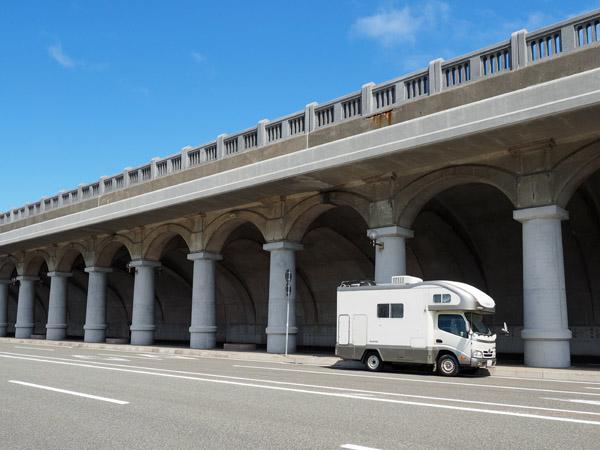稚内港北防波堤ドームで撮影したキャンピングカーデイブレイク