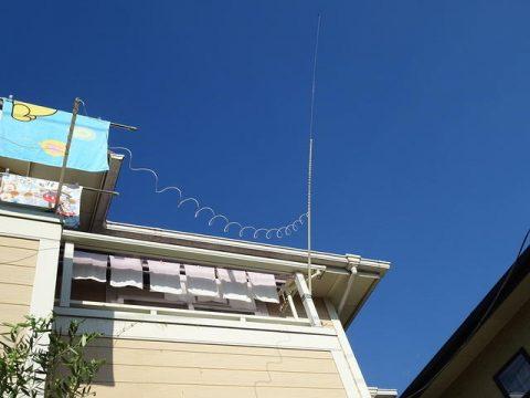 自宅ベランダに設置したロングワイヤーアンテナAH-4