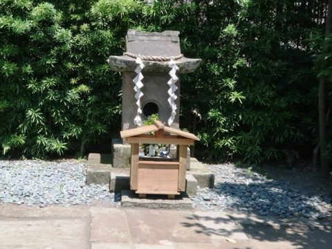 猫神社の祠