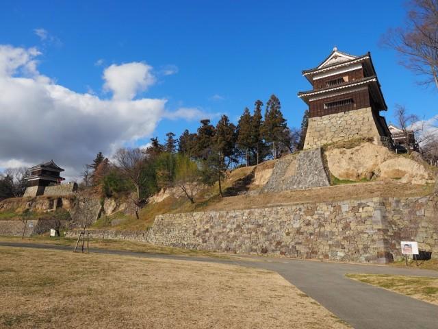 河岸段丘を利用して築城された上田城