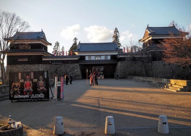 上田城本丸南櫓と東虎口櫓門、北櫓。二の丸だったところ