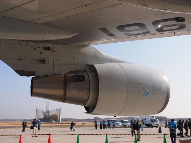 ボーイング747のエンジンを側面から撮影ANAサンクスジャンボツアー